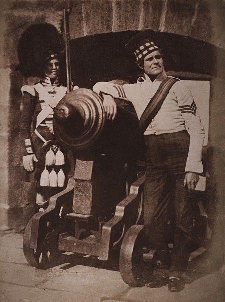 """Hill & Adamson: Un Sergente e un Privato del 92mo Gordon Highlanders, conosciuto come """"The Porthole""""; aprile 1846"""