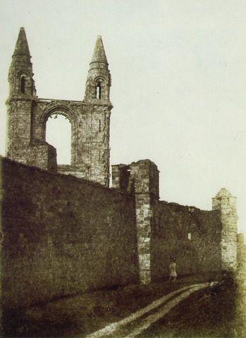 Hill & Adamson: Frontone orientale della Cattedrale e St. Rule's Tower, St. Andrews; 1846