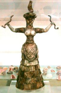 Cnosso, la signora dei serpenti a seno nudo.