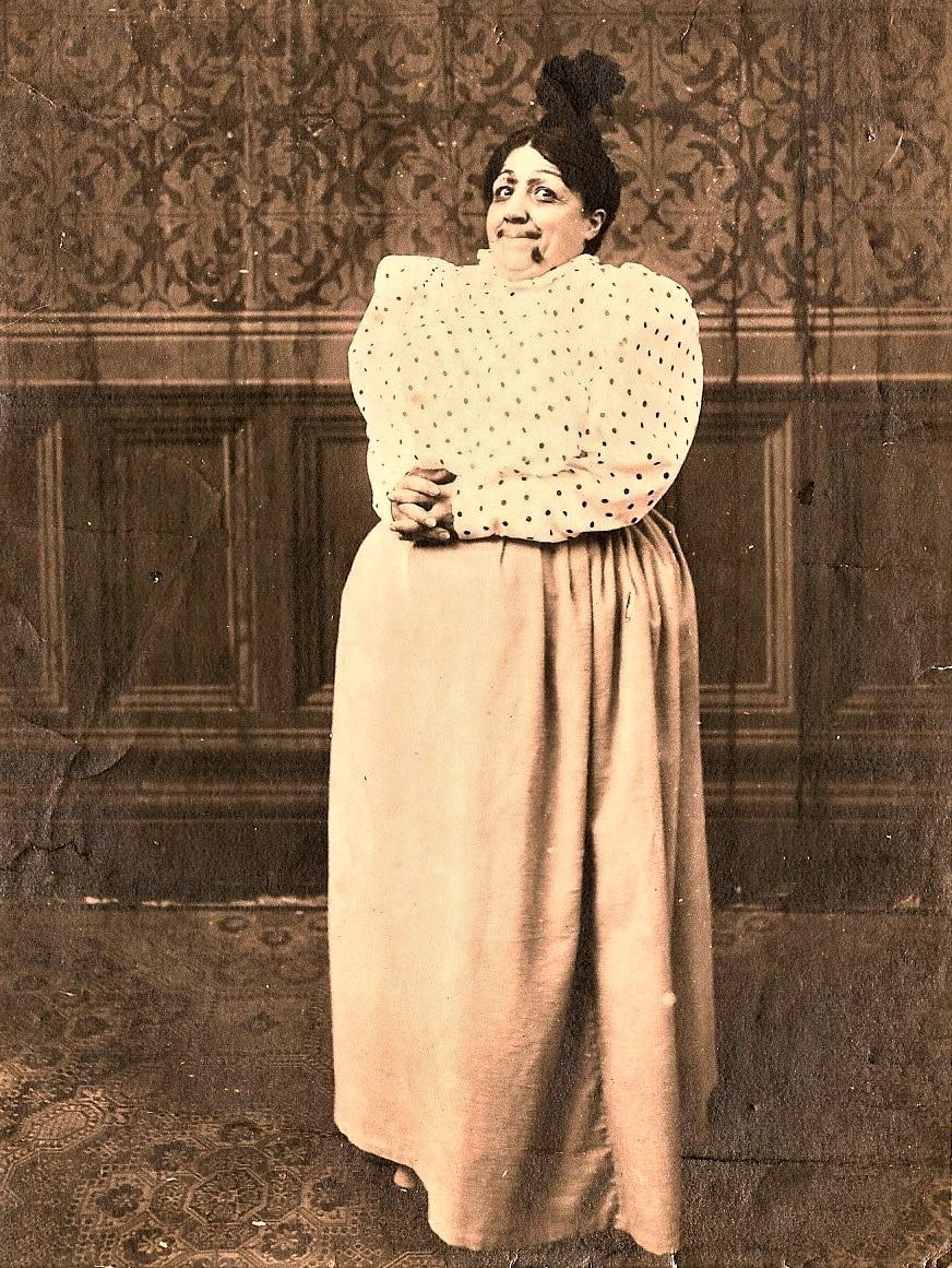 Paola Pezzaglia nel film Le peripezie dell'emulo di Fortunello e compagni truccata da Madama Girasole