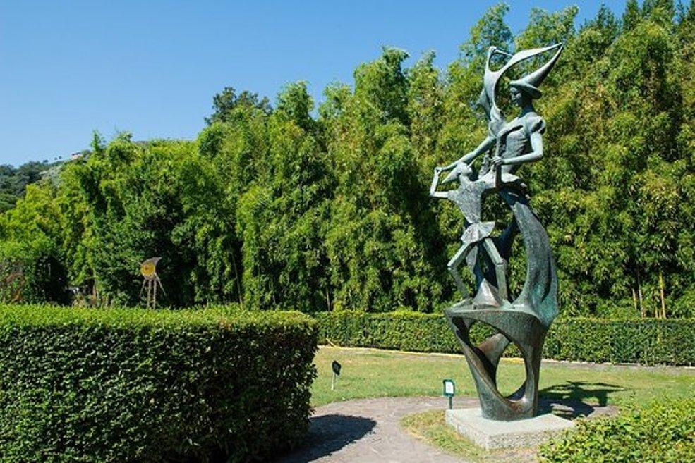 Nel Parco di Collodi il monumento a Pinocchio, opera di Emilio Greco