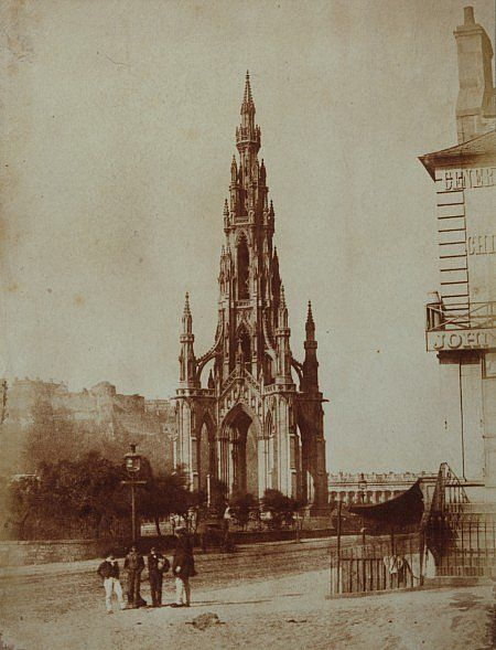 Hill & Adamson: Edimburgo, Lo The Scott Monument due anni dopo; 1845