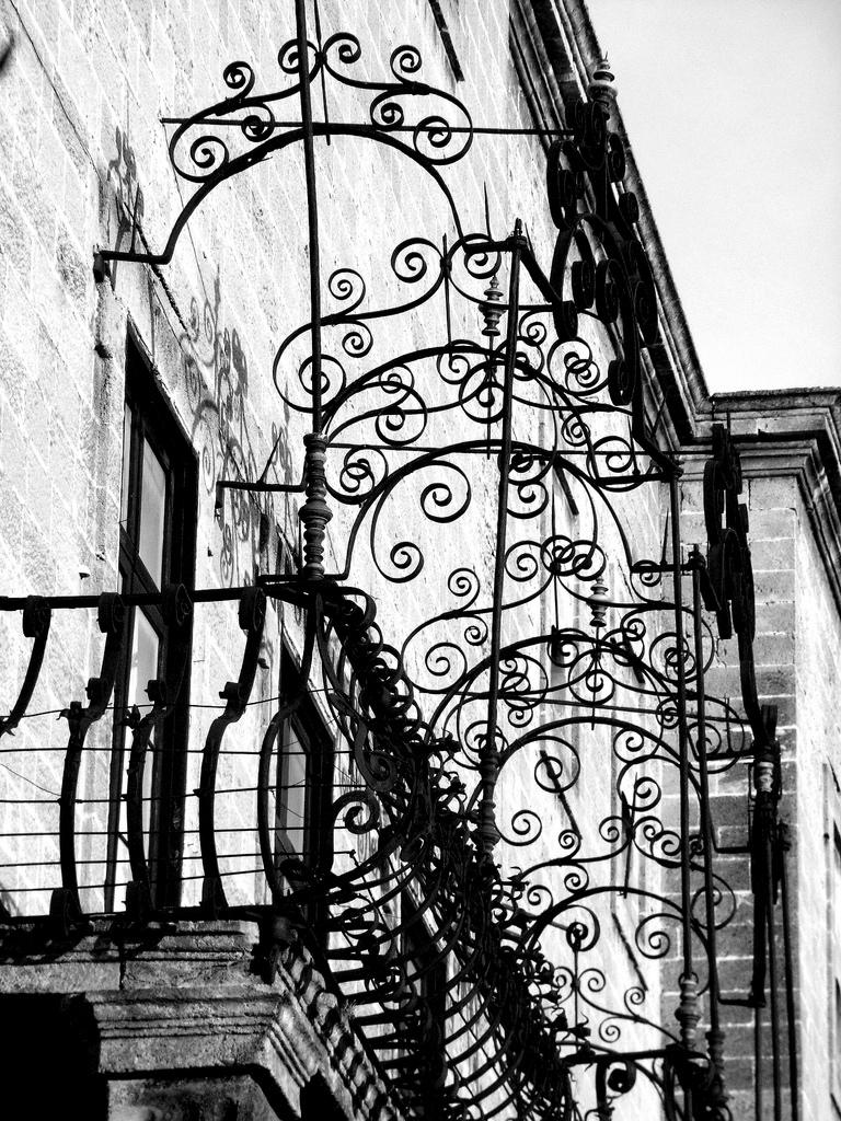 Ringhiere In Ferro Usate i balconi sono sempre da rifare - giornale pop -