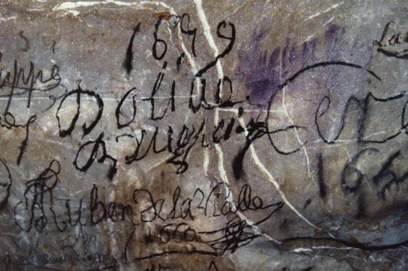 UNA GROTTA TIRA L'ALTRA, ALLA SCOPERTA DEI GRAFFITI - Firma di Ruben de la Vialle del 1660