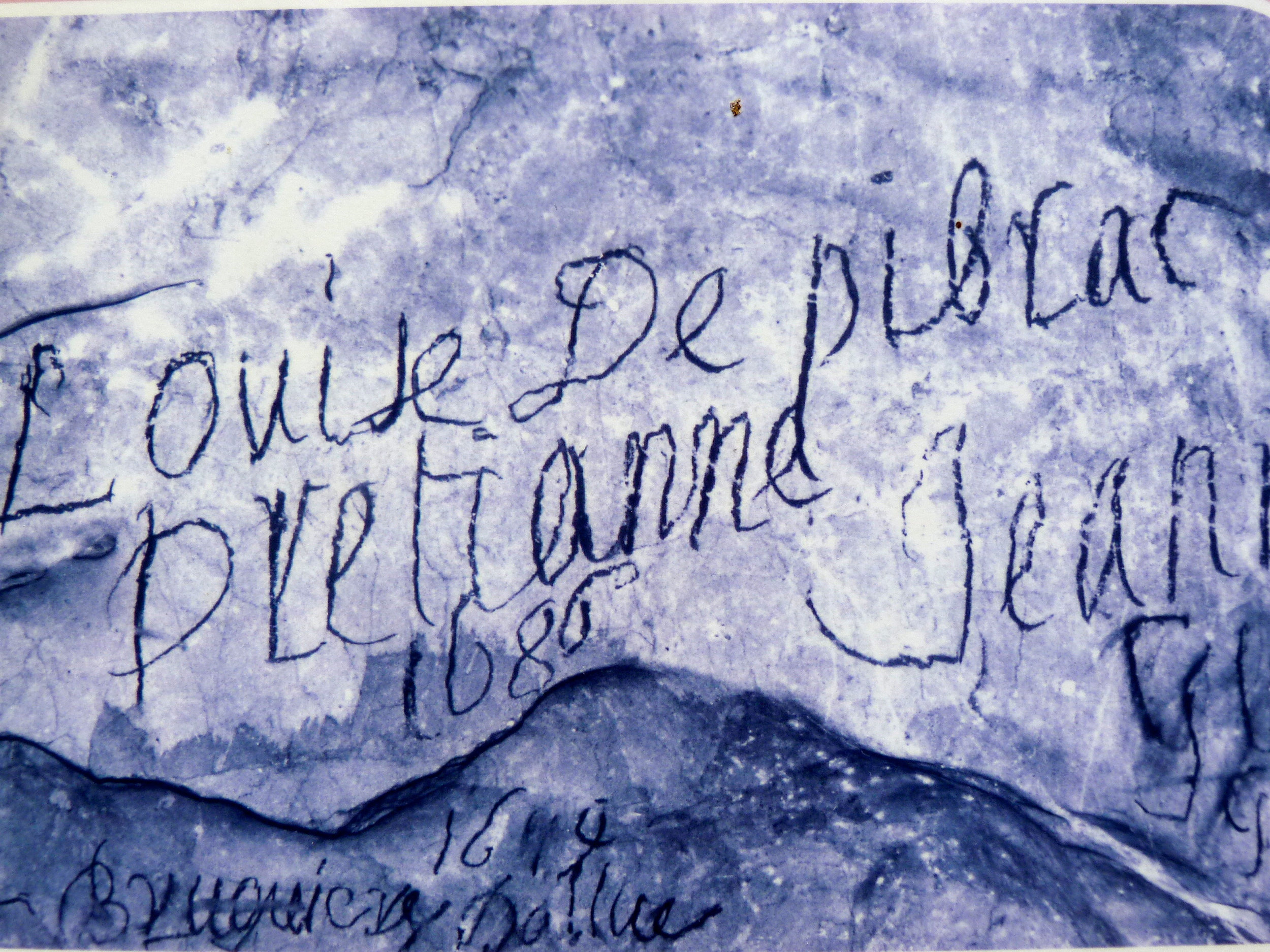 UNA GROTTA TIRA L'ALTRA, ALLA SCOPERTA DEI GRAFFITI - Firma di Louise de Pibrac Pretianne, del 1686