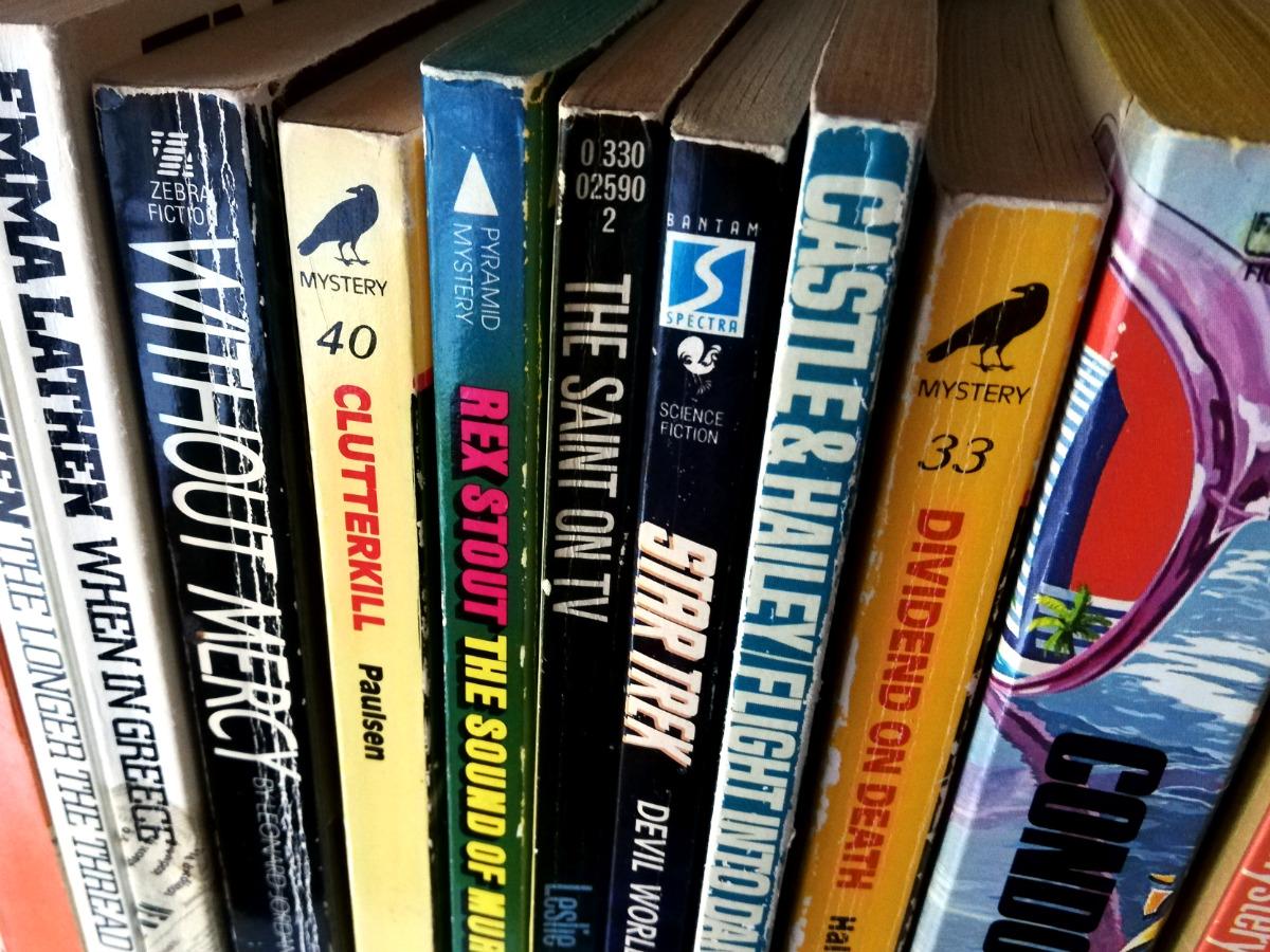 libri gialli e di fantascienza